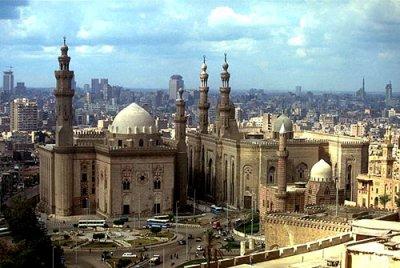 Мубарак передал власть в Египте армейскому командованию.