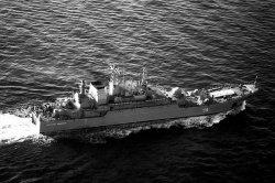 """Десантный корабль """"Константин Ольшанский"""" забрал из Триполи граждан Украины и СНГ, а линия фронта проходит около города Брега."""