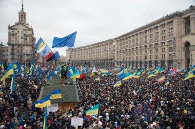 Власть теснит в Киеве Майдан, готовит штурм и угрожает!!!