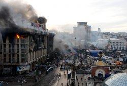Мирная революция в Украине закончилась десятками трупов, сотнями раненных, но Майдан стоит!!!